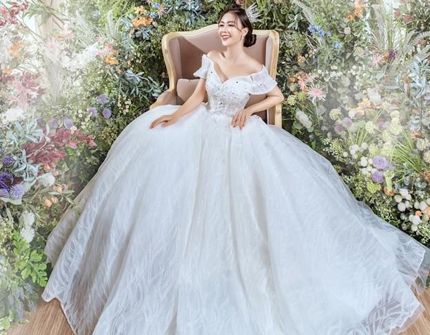 Mơ thấy người phụ nữ trong trang phục màu trắng có nghĩa gì?